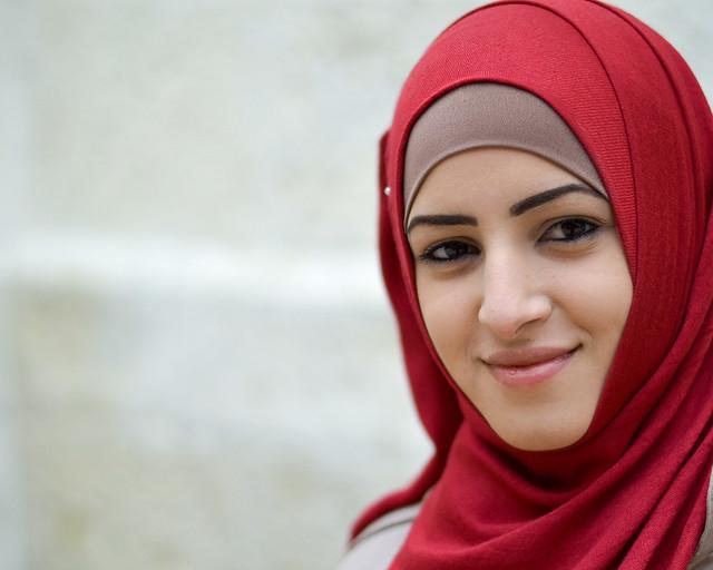 Retrato de una chica árabe a las puertas del Santo Sepulcro de Jerusalén