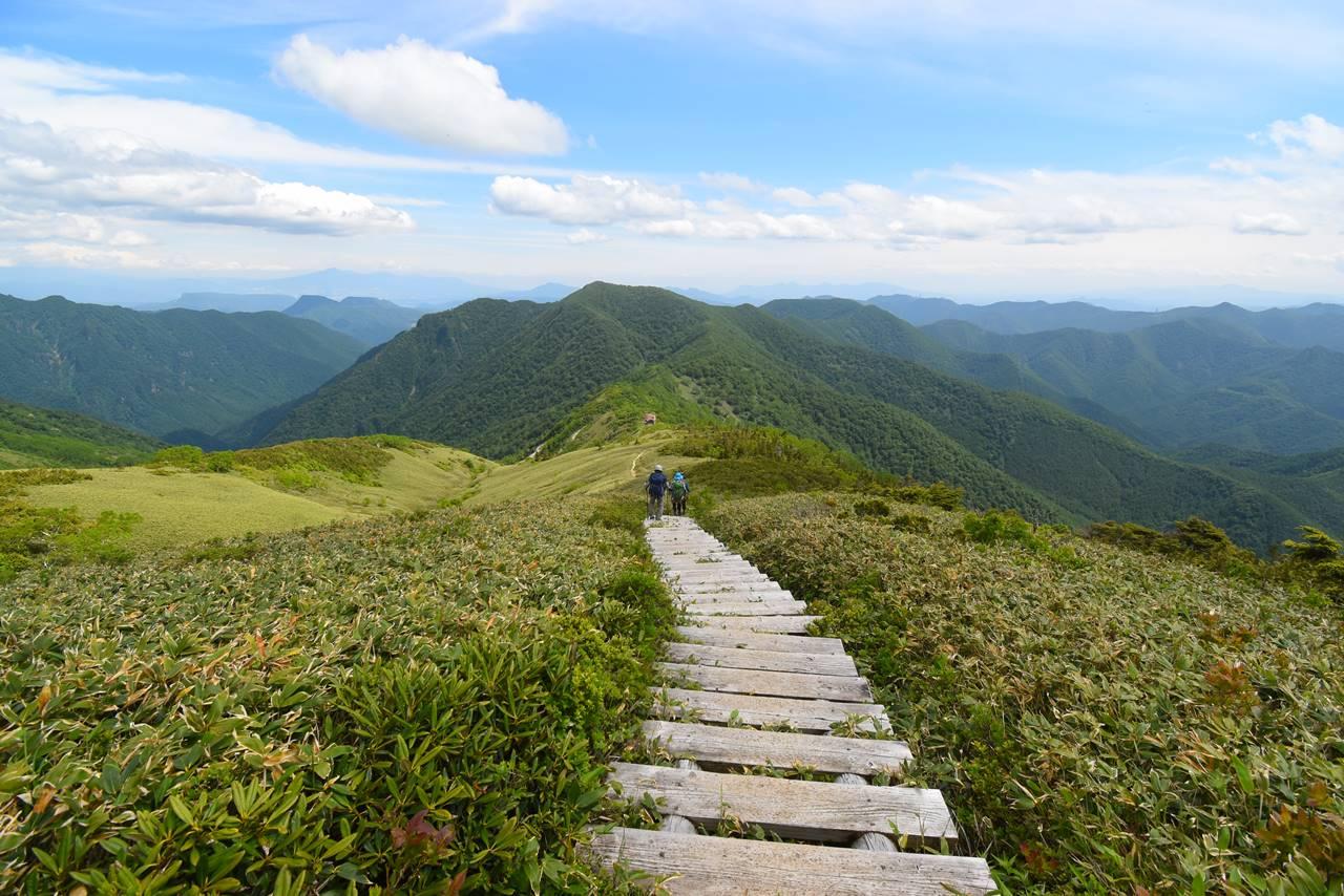 平標山ノ家へと続く階段