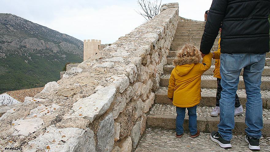 subida al Castell de Guadalest con niños
