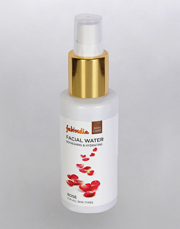 benefits of rose water for eyes
