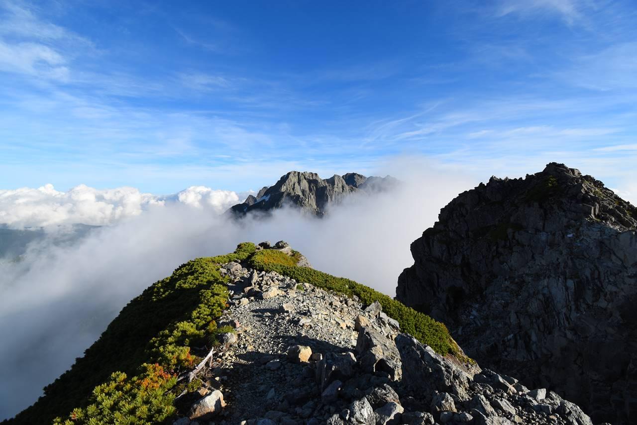 雲海から顔を出す穂高連峰