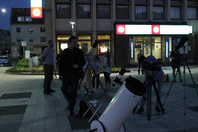 VCSE - Távcsöves Hold-bemutatás különböző műszerekkel a zalaegerszegi Dísz-téren - Jandó Attila felvétele