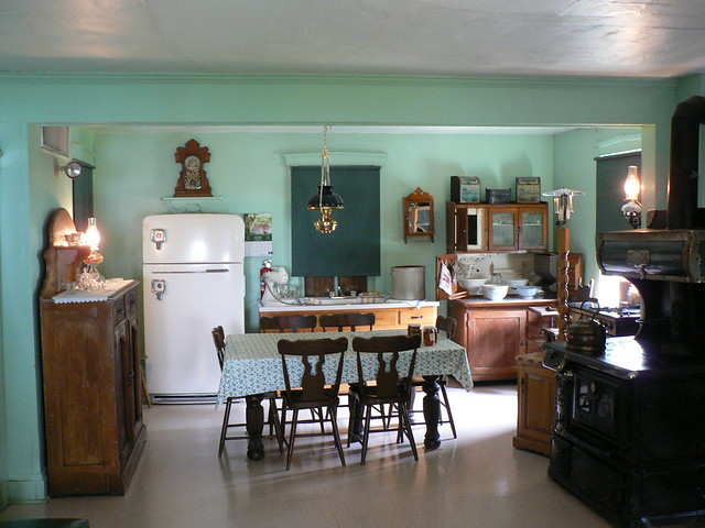 Small Amish Kitchen Tables