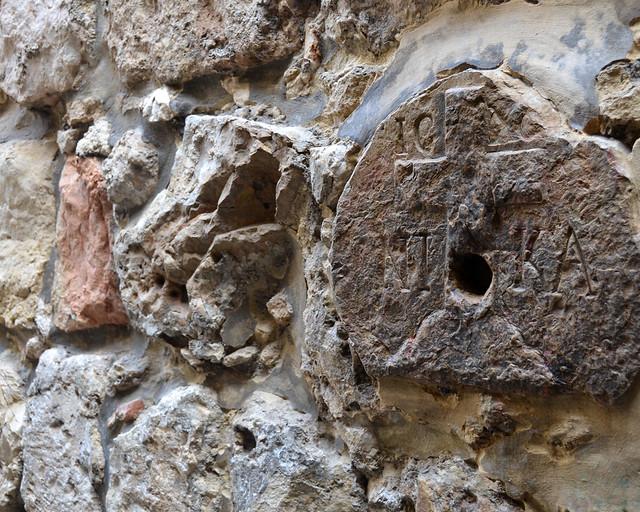 Detalle histórico en una de las paredes de Jerusalén
