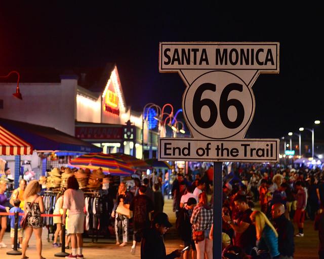 Final de la ruta 66 en el muelle de Santa Mónica en Los Angeles