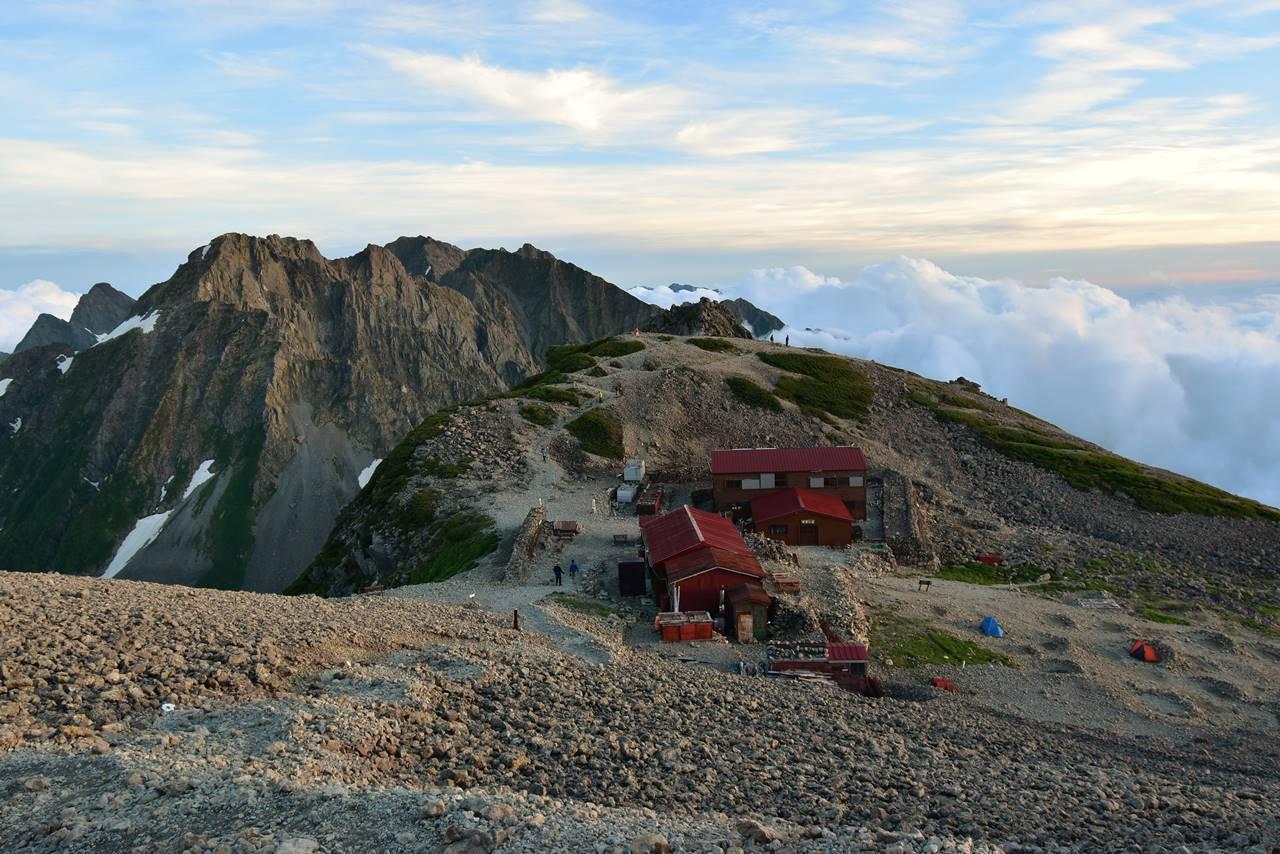 夕暮れ時の南岳小屋