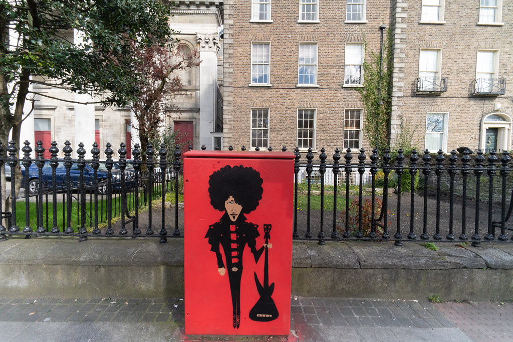 MEMORIAL TO PHIL LYNOTT PAINTED ON A UTILITY CABINET 002
