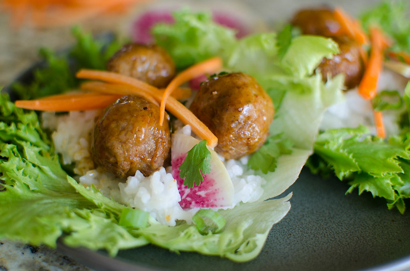 Korean BBQ Meatball Lettuce Wraps - eating healthy doesn't have to be boring! Delicious Korean BBQ meatballs wraps in crisp lettuce with rice and fresh veggies!