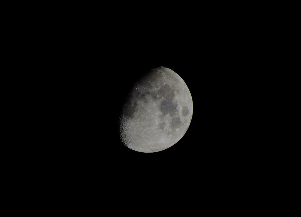 Luna cuarto creciente | Carlos Carrión Sánchez | Flickr