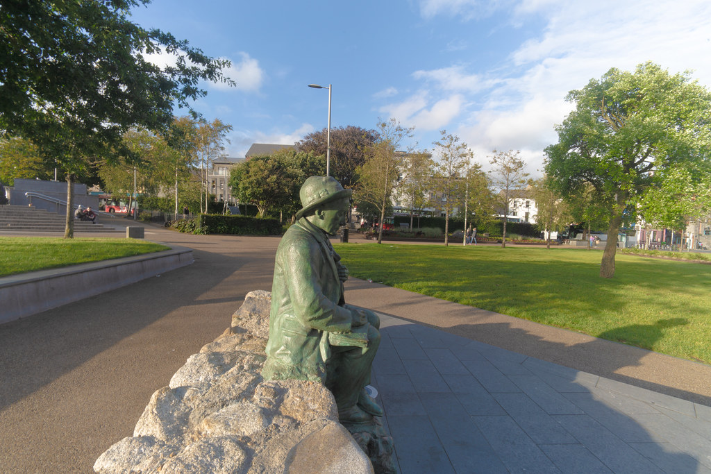 Replica Of The Pádraic Ó Conaire Statue  [Eyre Square In Galway] 001