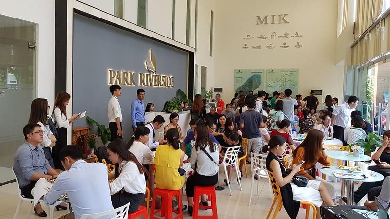 Khách đến tìm hiểu dự án Park Riverside Premium