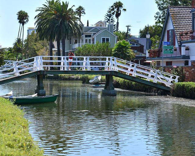 Puente en uno de los canales de Venice, de los mejores sitios que ver en Los Angeles