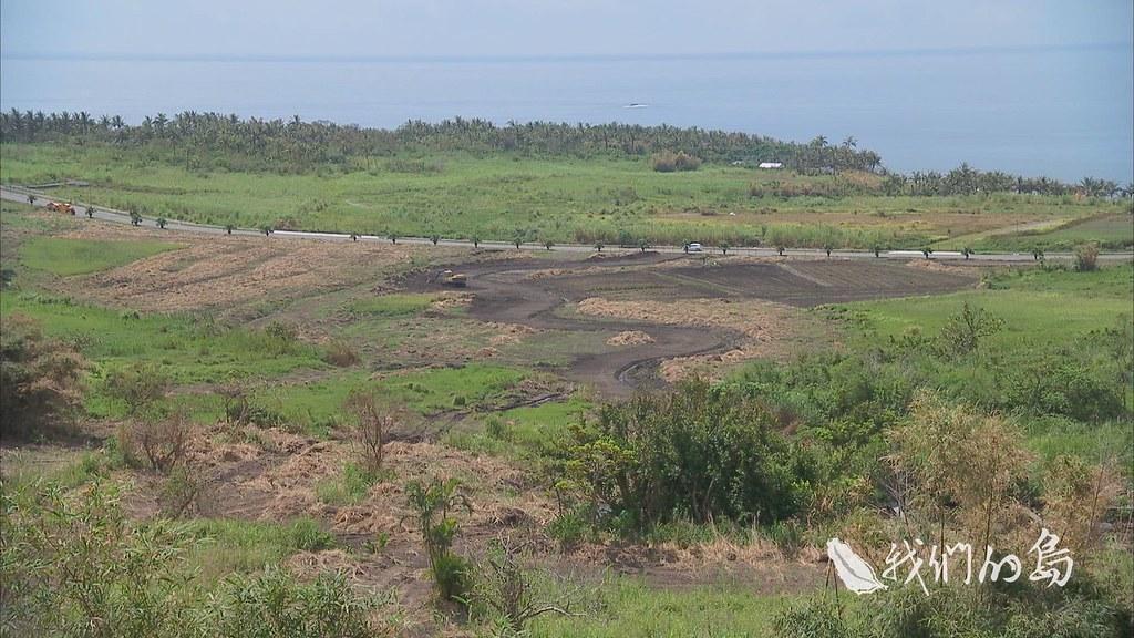 962-2-42ss業者要進行都蘭休閒度假村的第一次環評審查,部落居民除了對搶水、海域污染提出質疑外,也對飯店開發場址的地質安全感到疑慮。