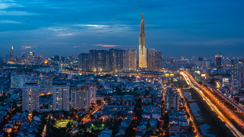 Tháp The Landmark 81 - Vinhomes Central Park nhìn từ xa, (photo: The Duong).