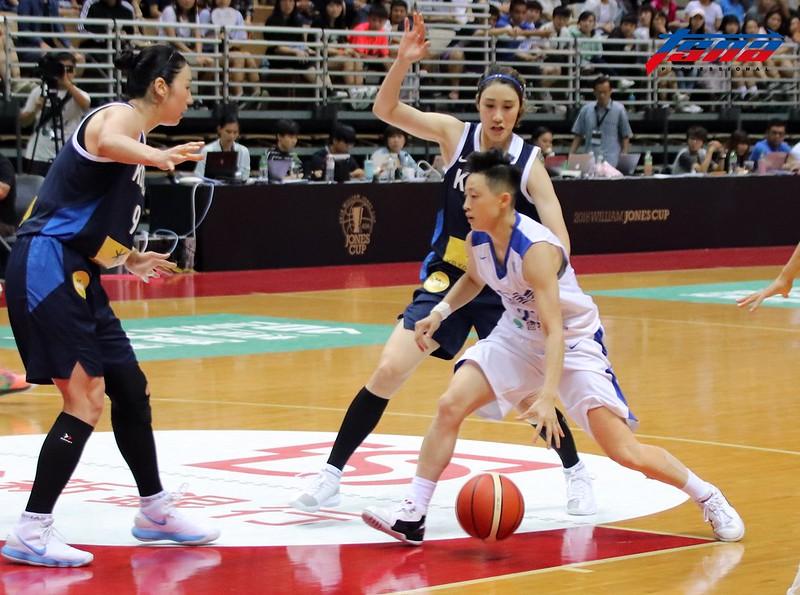 中華女籃主力彭詩晴(著白衣)亞運首戰攻下16分。(資料照,林志儒/攝)
