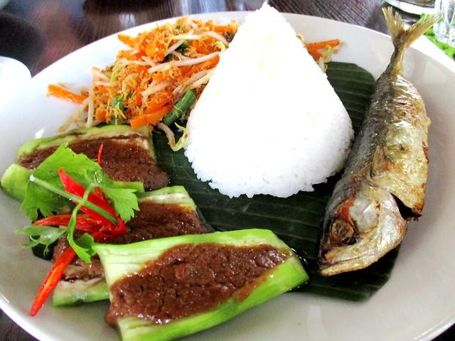 The Cafe IND ikan kembong sumbat