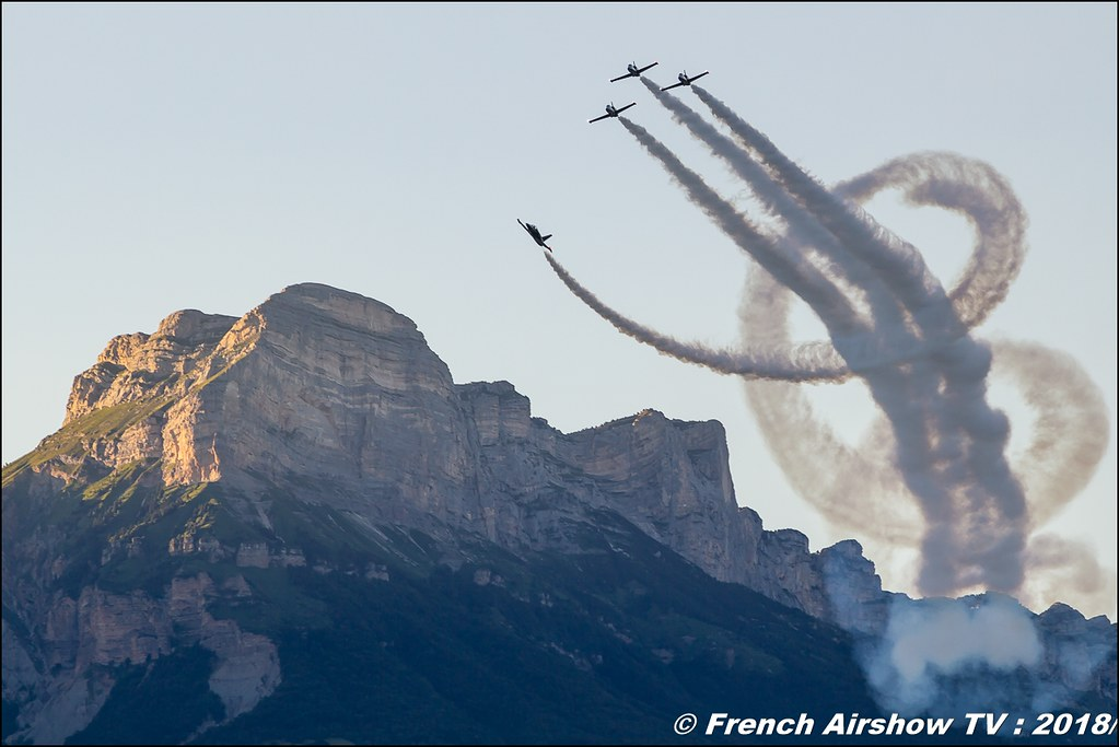 Breitling Jet Team Sunset - Patrouille Breitling , Grenoble Air Show -Versoud 2018 , Meeting Aerien Meeting Grenoble , Alpes Dauphiné , alpes , Canon EOS , Sigma France , contemporary lens , Meeting Aerien 2018
