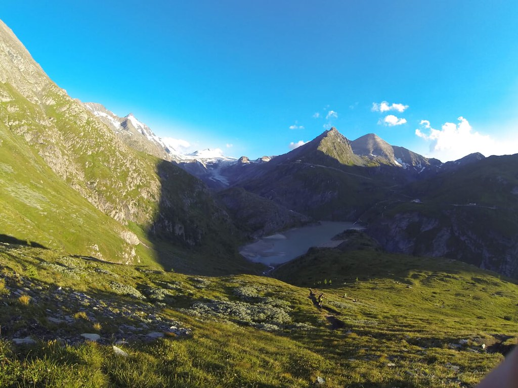 The climb to Pfortscharte at 2.825m