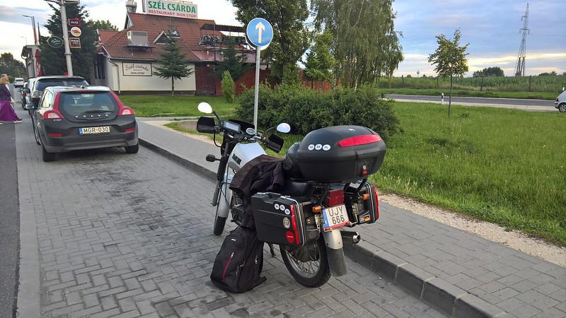 198c9794767d Itt pedig elköszöntünk egymástól, és folytattuk hazáig a maradék 100 km-es  utat mindketten. Estére otthon voltunk, semmi gond nem volt.