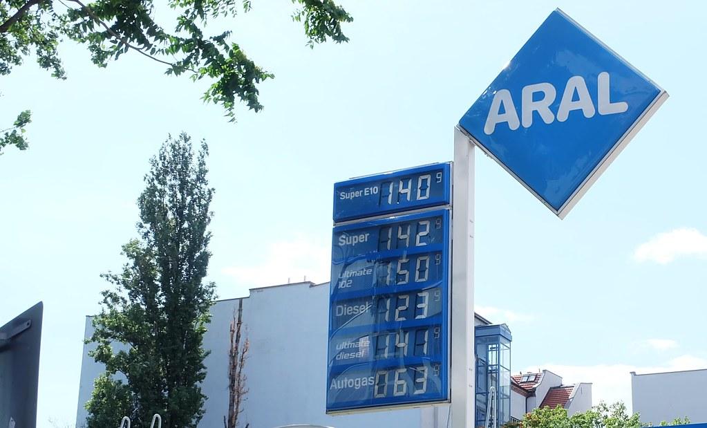 柴油價格比汽油便宜,這也是選擇柴油車的另一個理由。攝影:陳文姿