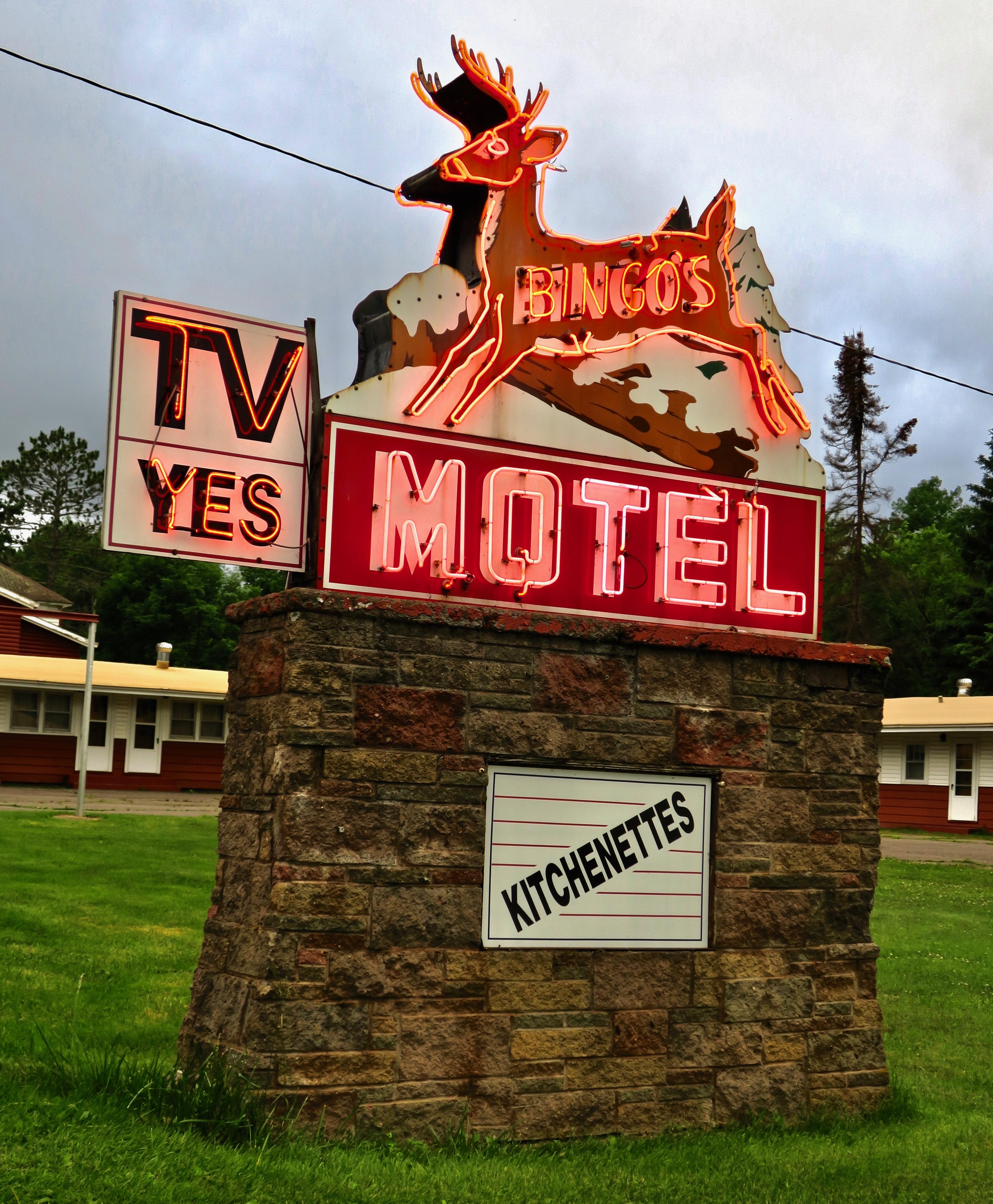 Bingo's Motel - 180 Michigan 28, Wakefield, Michigan U.S.A. - June 30, 2017