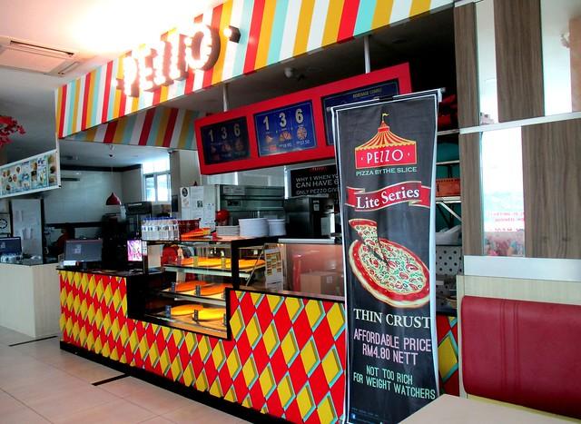 Pezzo Pizza counter