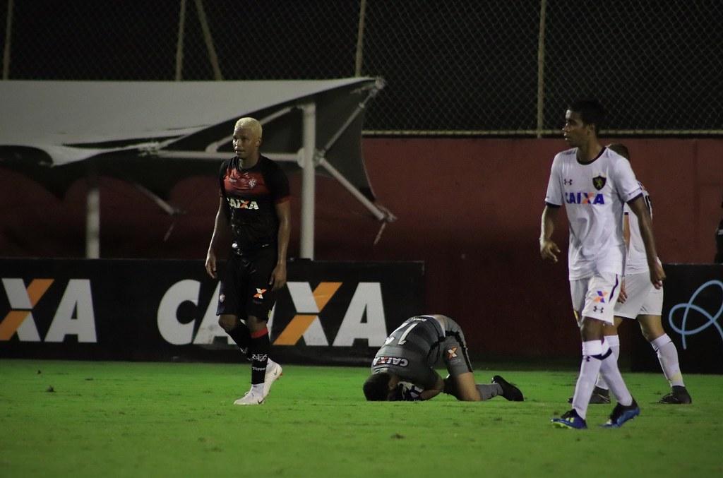... BRASILEIRÃO - VITÓRIA X SPORT - FOTOS  MAURICIA DA MATTA   EC VITÓRIA  9d76de9c0a671