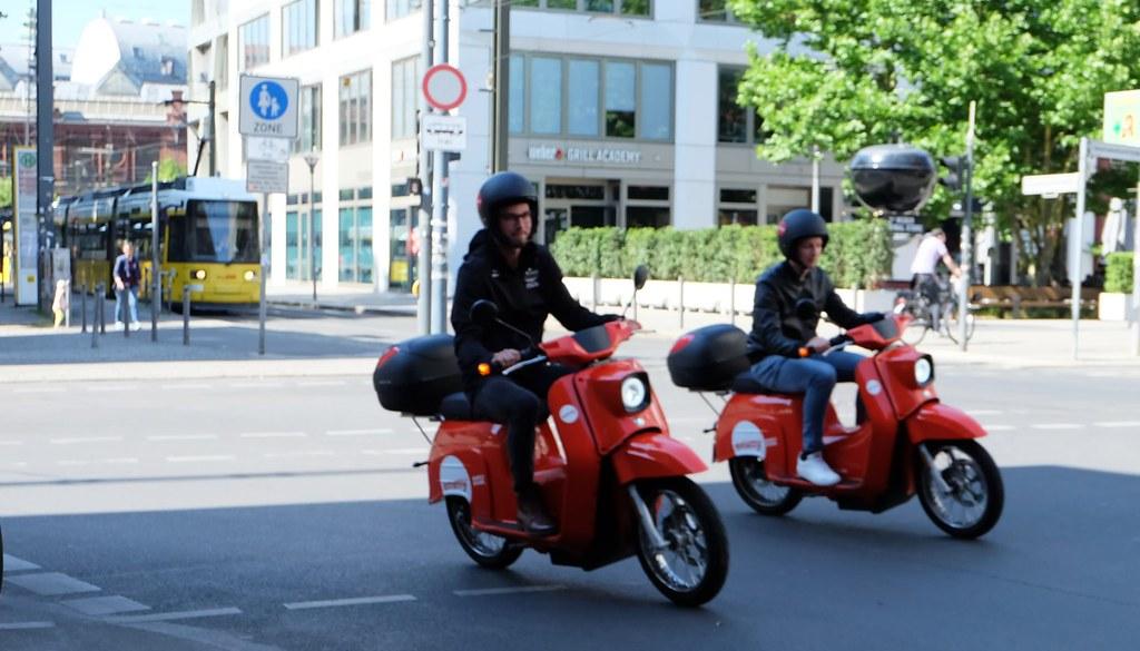柏林街頭另一項電動機車共享選擇-Emmy。攝影:陳文姿