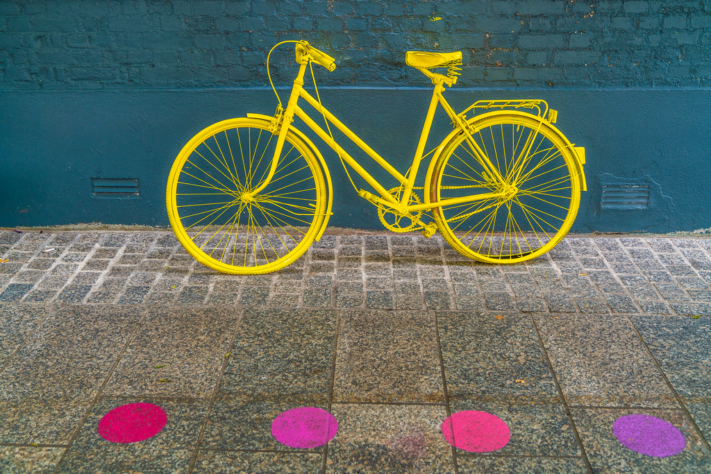 YELLOW BICYCLE OUTSIDE THE VINTAGE FACTORY 001