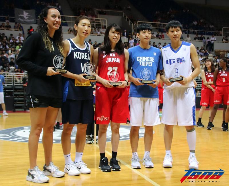 大會最佳五人紐西蘭Ashleigh Karaitiana(左起)、韓國林映熙、日本林 咲希、中華白劉希曄、中華籃黃品蓁。(林志儒/攝)