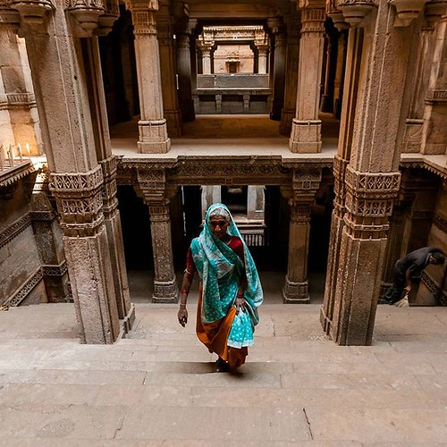 It was about time. Currently going through our pics from our last trip to Gujarat last March and its mesmerizing stepwells. Here in Adalaj, just North of Ahmedabad. #classicindia #northindia #india #saree #woman #steps #stepwell #watertank #gujarat #adala | by Scalino