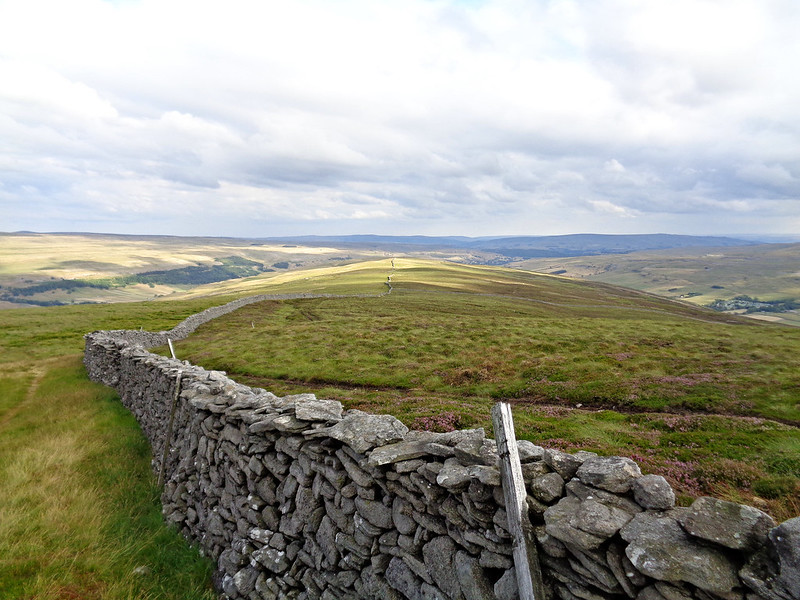 The gradual descent along Birks Fell ridge
