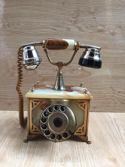 Giao lưu, điện thoại quay số cổ... Made in Italy