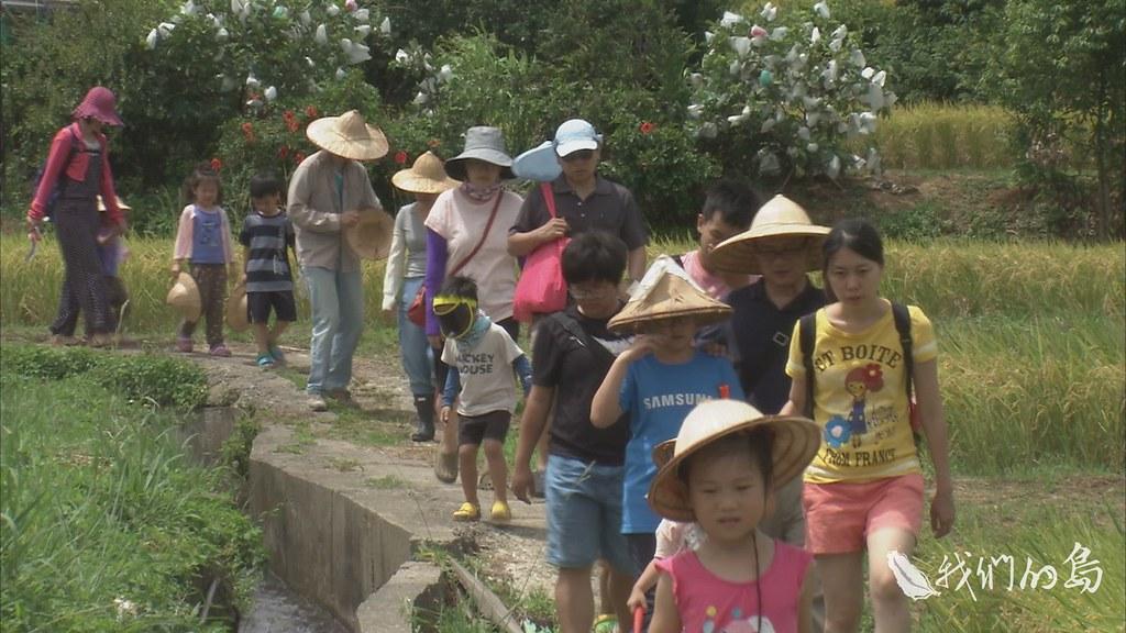00966-3-90s農鄉體驗活動中,許多民眾很驚訝這片有如世外桃源的農業區,得知面臨開發徵收,希望農地能保留下來。