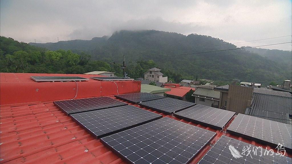 951-1-23s綠能發展逐漸走出多元而不同的樣貌,能源轉型會在家家戶戶的屋頂上,開花結果。