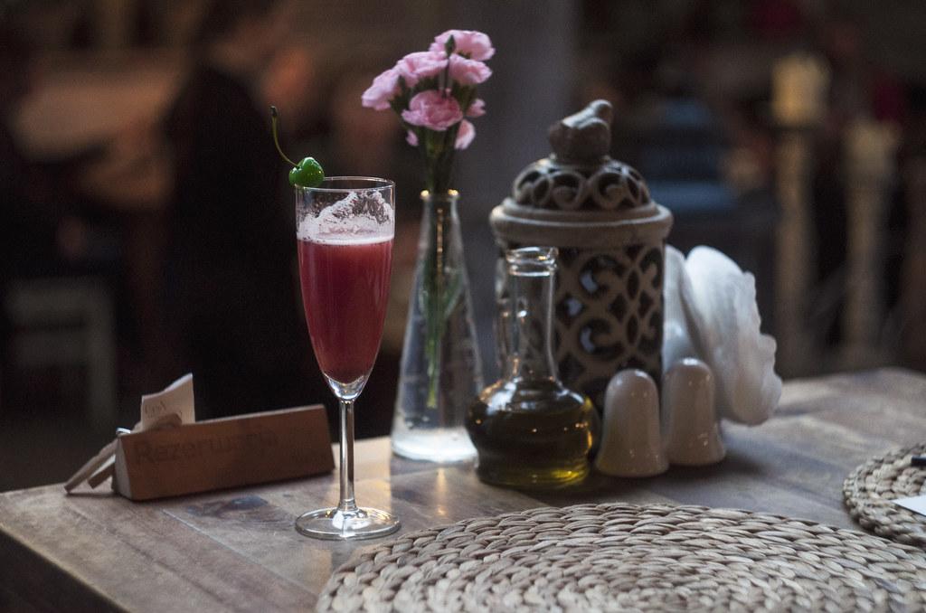 wino musujące z musem truskawkowym w Trattorii Cyklop