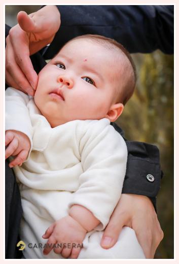 お宮参り(100日祝い)と家族写真の出張撮影 フォトスタジオや写真館でなくロケーション撮影だからこその自然な表情・笑顔 景行天皇社(愛知県長久手市)