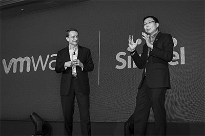 "Pat Gelsinger, CEO VMware with Bill Chang, CEO, Group Enterprise, Singtel, discussing the launch of the first Digital Transformation Foundry at CIO Forum in Singapore. ""Digitalisation lies at the heart of most companies' transformation. Many companies share the need to migrate to and operate in the cloud, get their networks software-driven in order to create workplaces of the future. The Foundry will empower customers to implement an integrated cloud solution with ease. We will help them design, secure and deploy cloud-enabled solutions, in short, customise the flexible infrastructure they need to accelerate digital transformation, adopt new and disruptive technologies, and boost competitiveness,"" said Bill Chang, Chief Executive Officer for Group Enterprise at Singtel."
