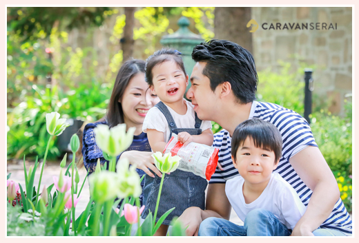 Japanese family photographer based in Nagoya, Aichi, Japan, shooting for client from Hong Kong in a flower garden