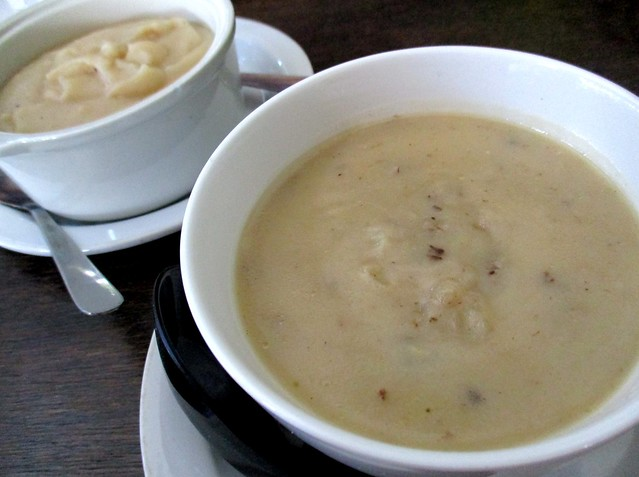 Payung Cafe mushroom soup & mashed potatoes