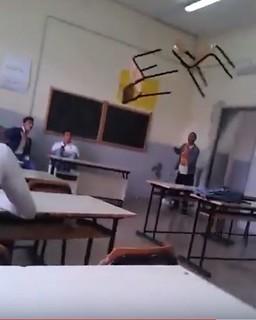 lancio della sedia a scuola