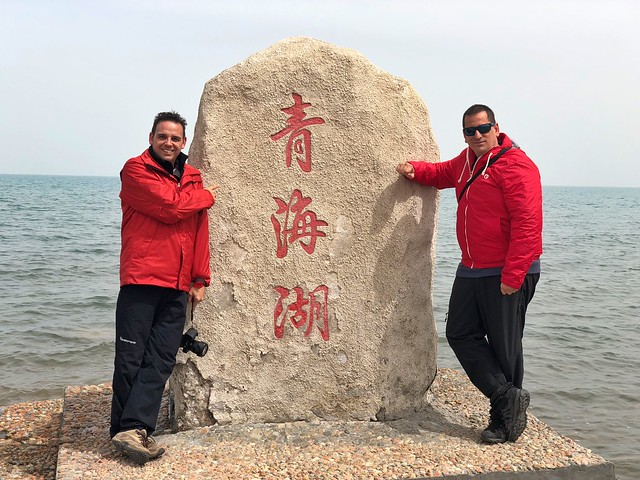 Sele e Isaac en el Lago Qinghai (China)
