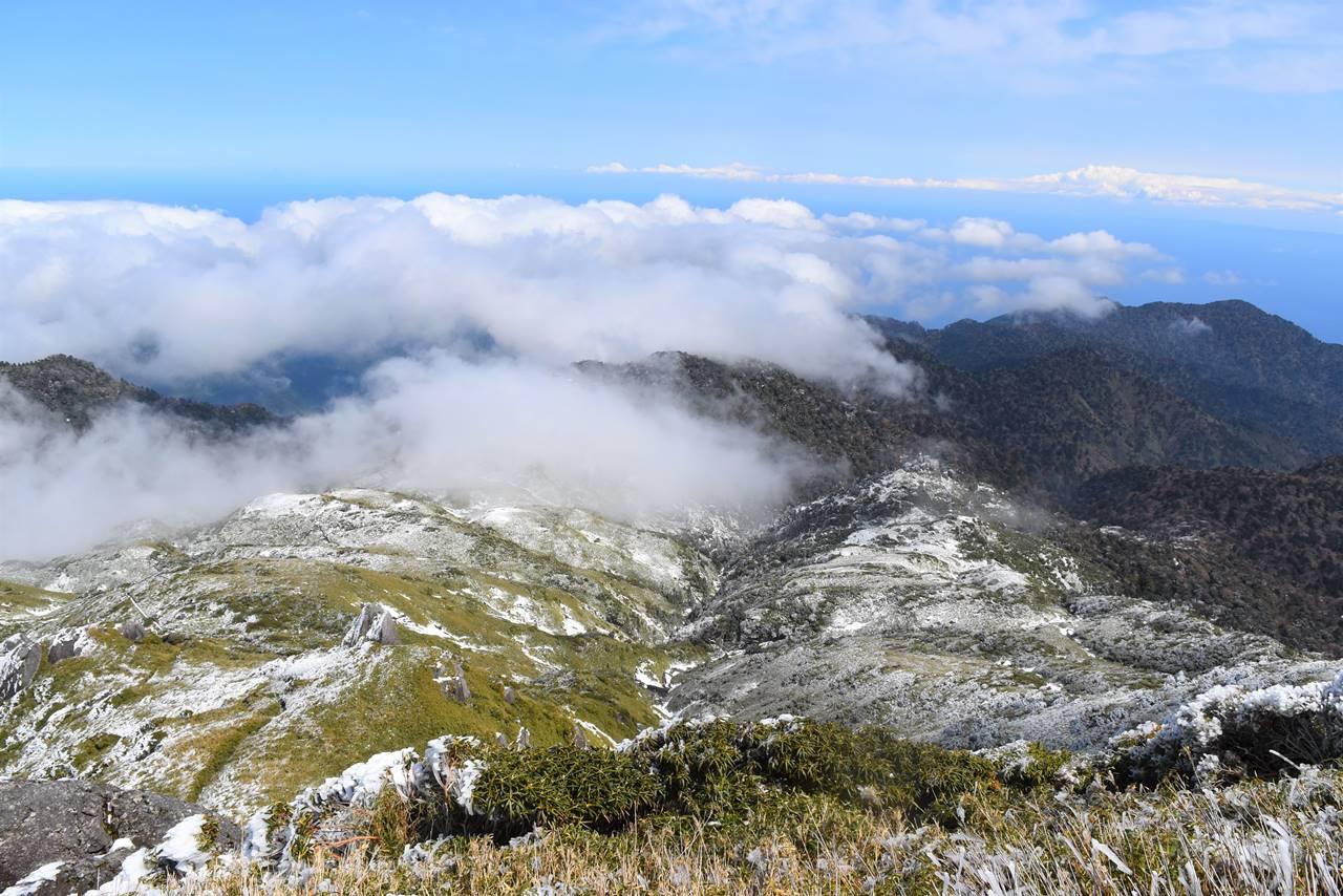 宮之浦岳山頂からの雲海の展望