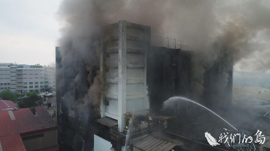 953-1-8SS消防局在救災當下,對工廠所使用的化學物質,沒辦法全面掌握,牽涉消防法無法全面列管流通的上萬種化學物質。