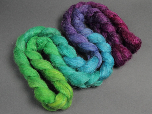 Lustre Blend fine British wool, merino, silk combed top/roving hand-dyed spinning fibre 120g 'Peacock gradient'