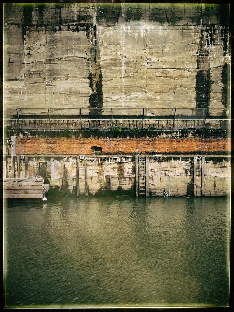 paysage : collines, chemin de fer, échelles & mare crisum | by l'autre hidalgo