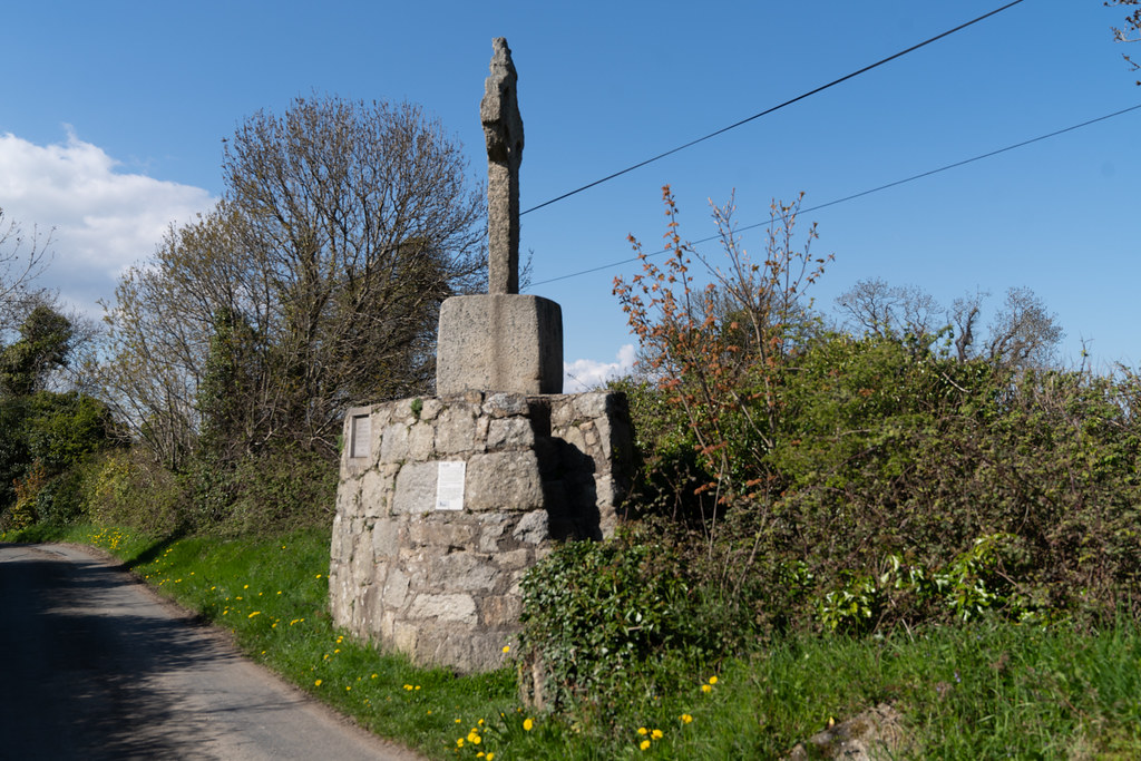 HIGH CROSS NEAR TULLY CHURCH 007