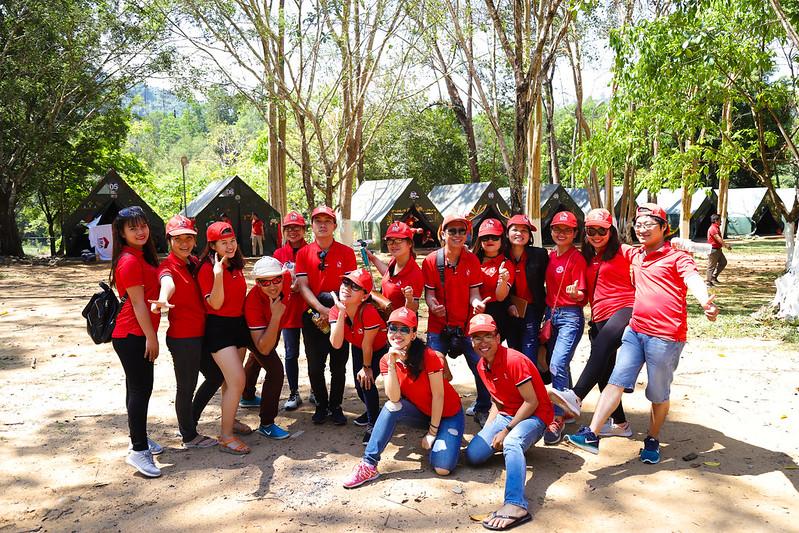 ERA Vietnam Team Building chụp ảnh tập thể nhí nhố