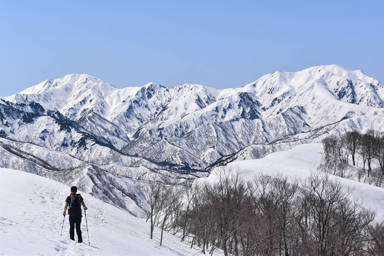 日向倉山登山道から眺める越後三山