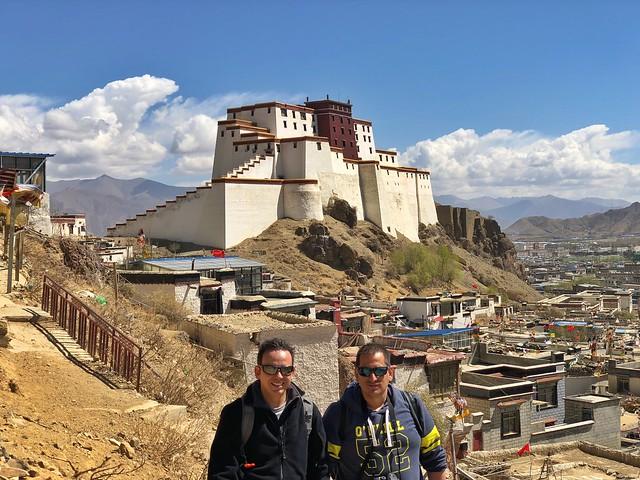 Sele e Isaac en Shigatse (Tíbet)